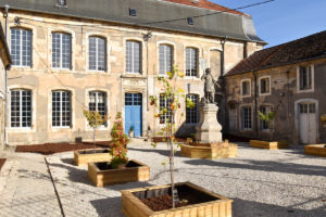 Palais de Vaucouleurs cours extérieure