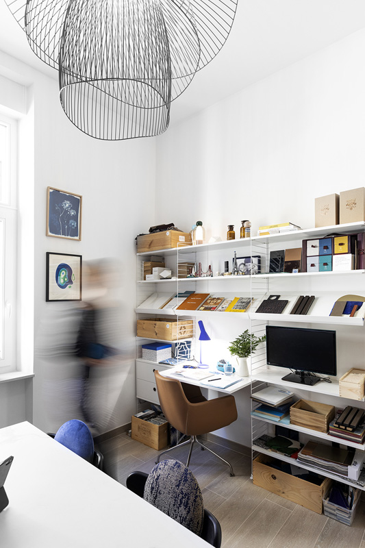 https://www.ateliercompostelle.com/wp-content/uploads/2021/06/Atelier-Compostelle_2021_04_23_Bureau_128.jpg